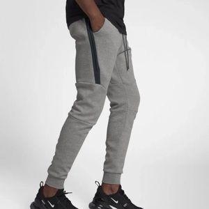 Nike Men Tech Fleece Joggers